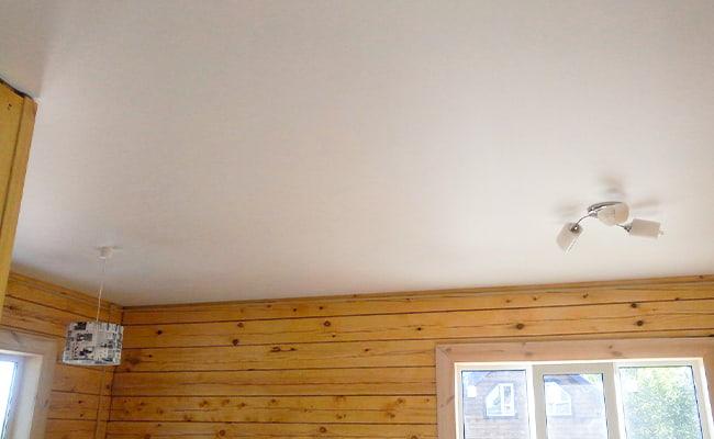 Как выбрать натяжной потолок для коттеджа