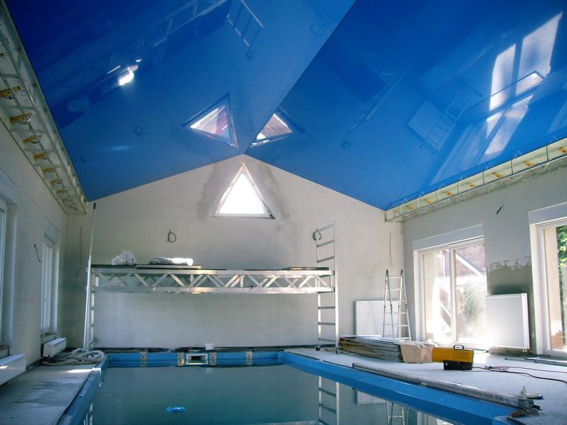 Дизайн натяжных потолков в бассейн